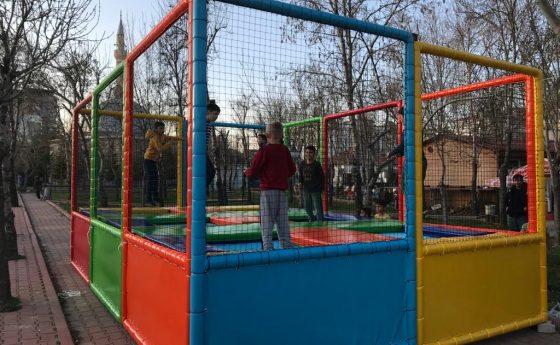 Trampoline Arc-en-ciel Konya