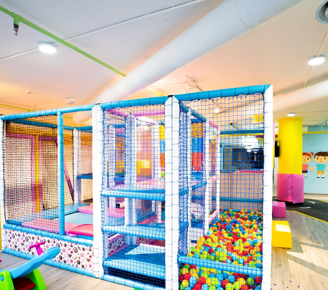 CANDY KIDS PROJECT JORDAN | SOFTPLAY AND TRAMPOLINE